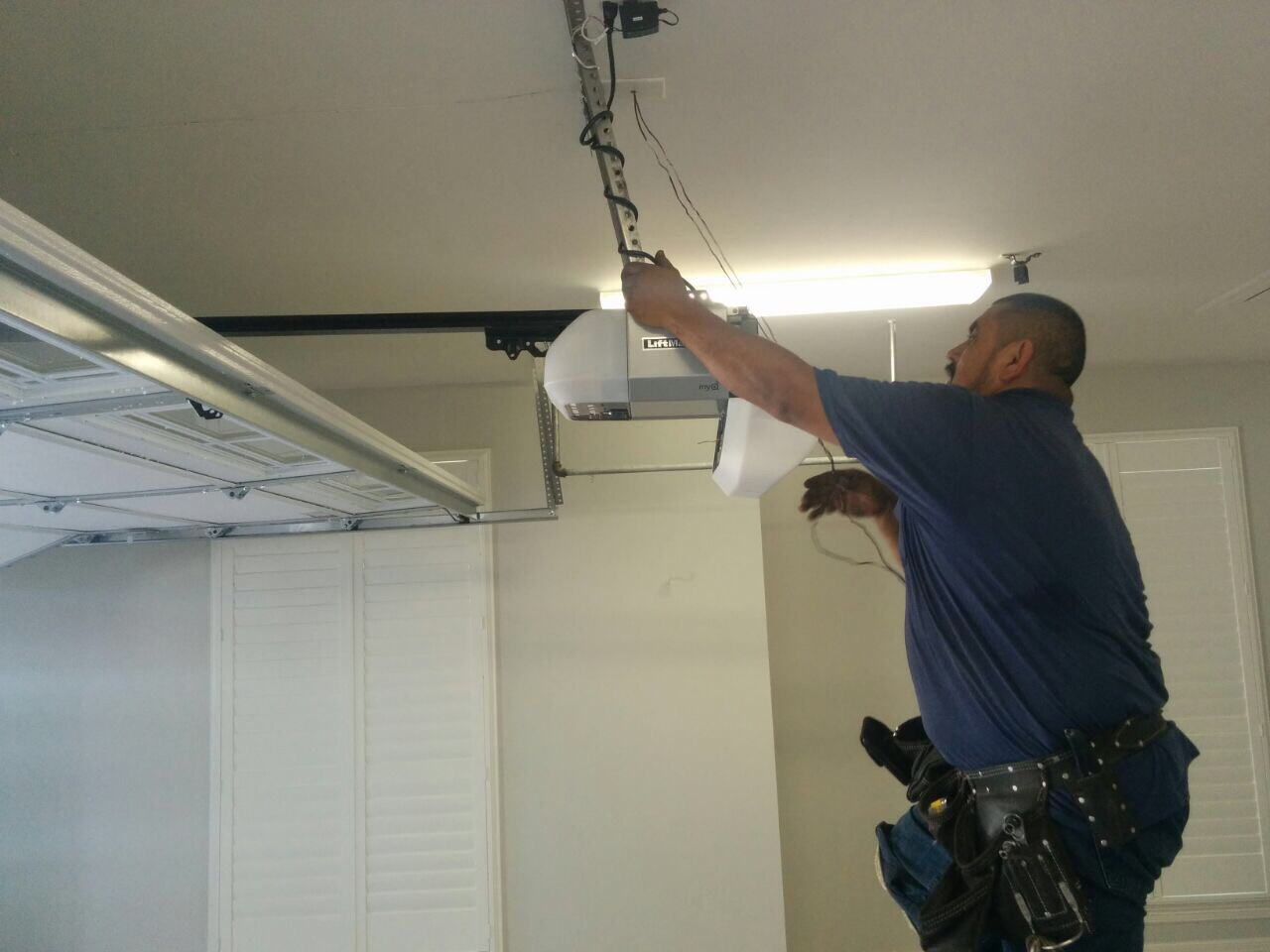 Signs You Need to Replace Your Garage Door Openers